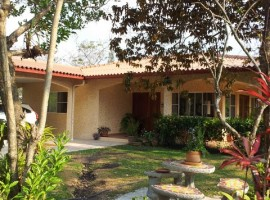 Spacious El Valle Home & Guest House